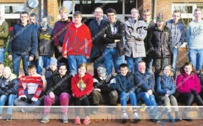 Schüler arbeiten mit der Tageszeitung (NWZ)