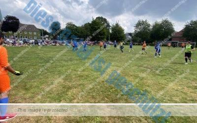Fußballklassiker: Entlassschüler gegen Lehrer