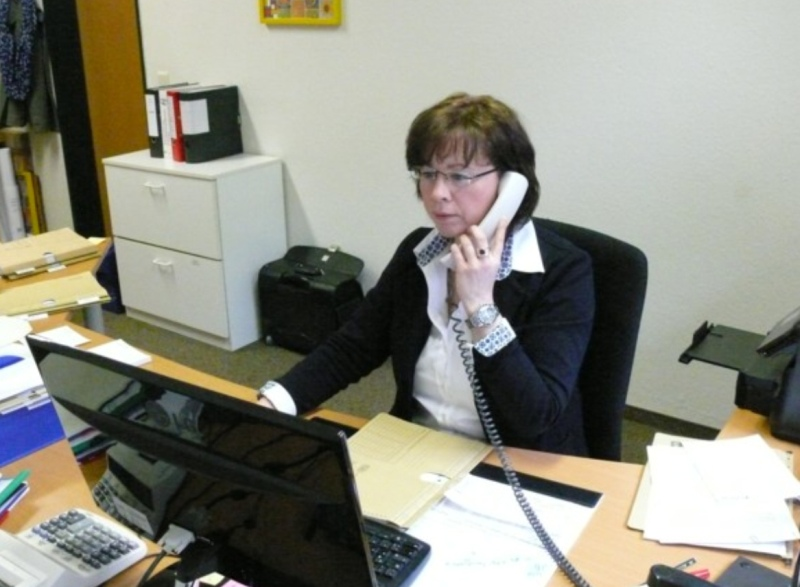 Schulsekretärin Frau Schmolke