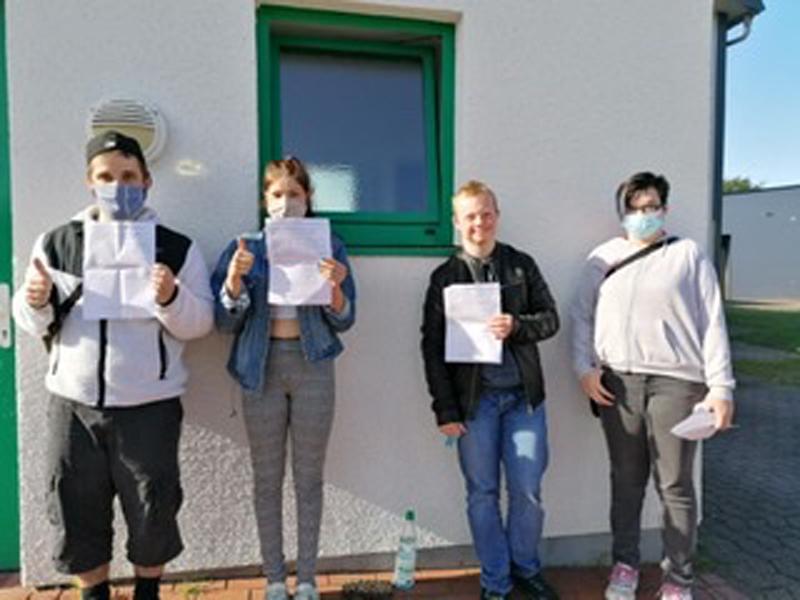 Schüler des Mofakurses bestehen Prüfung